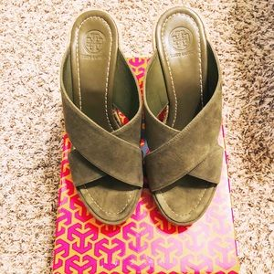 Tory Burch Bailey Wedge Sandal Size 8